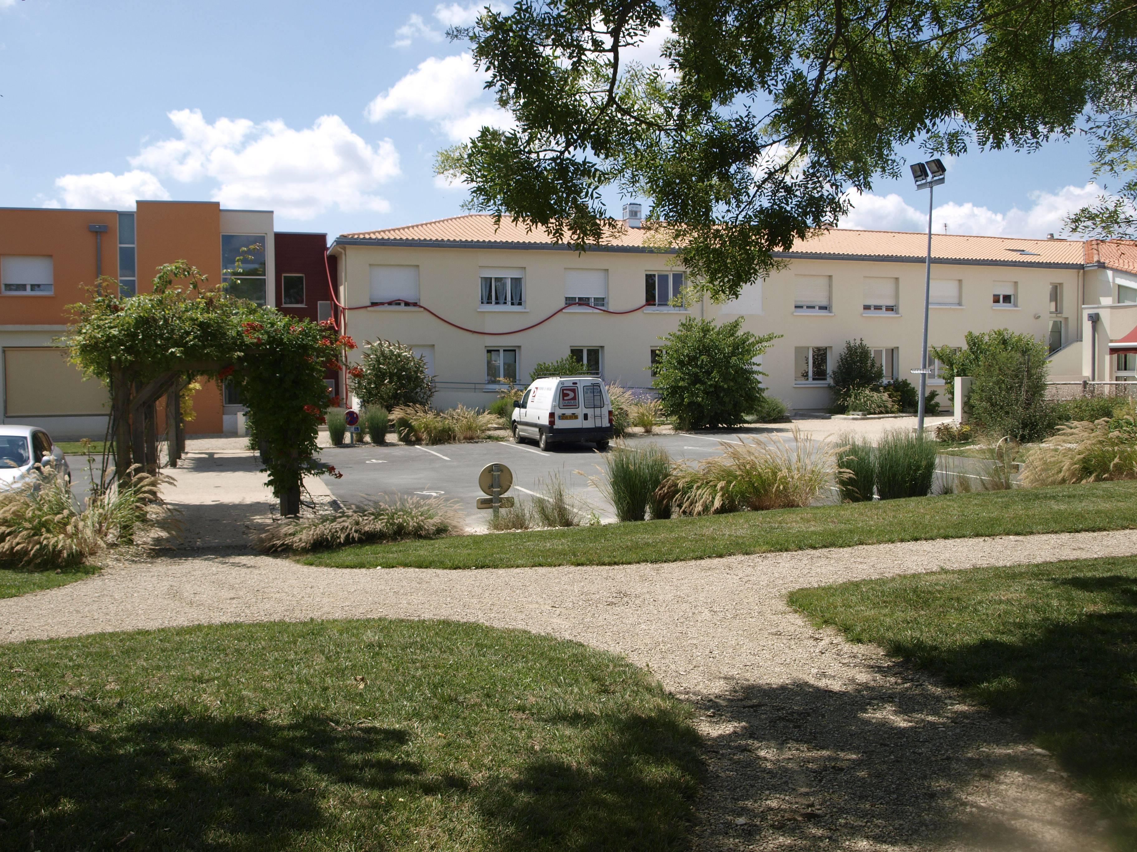 Association residence de vallois mauze sur le mignon for Association maison