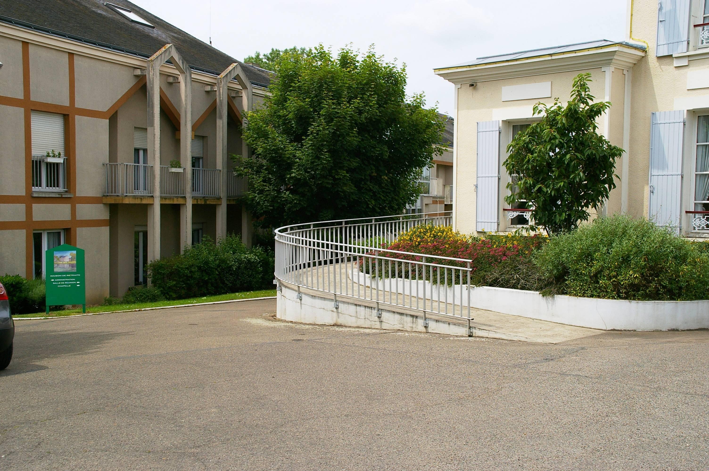 Maison de retraite brezolles maisons de retraite for Annuaire maison de retraite
