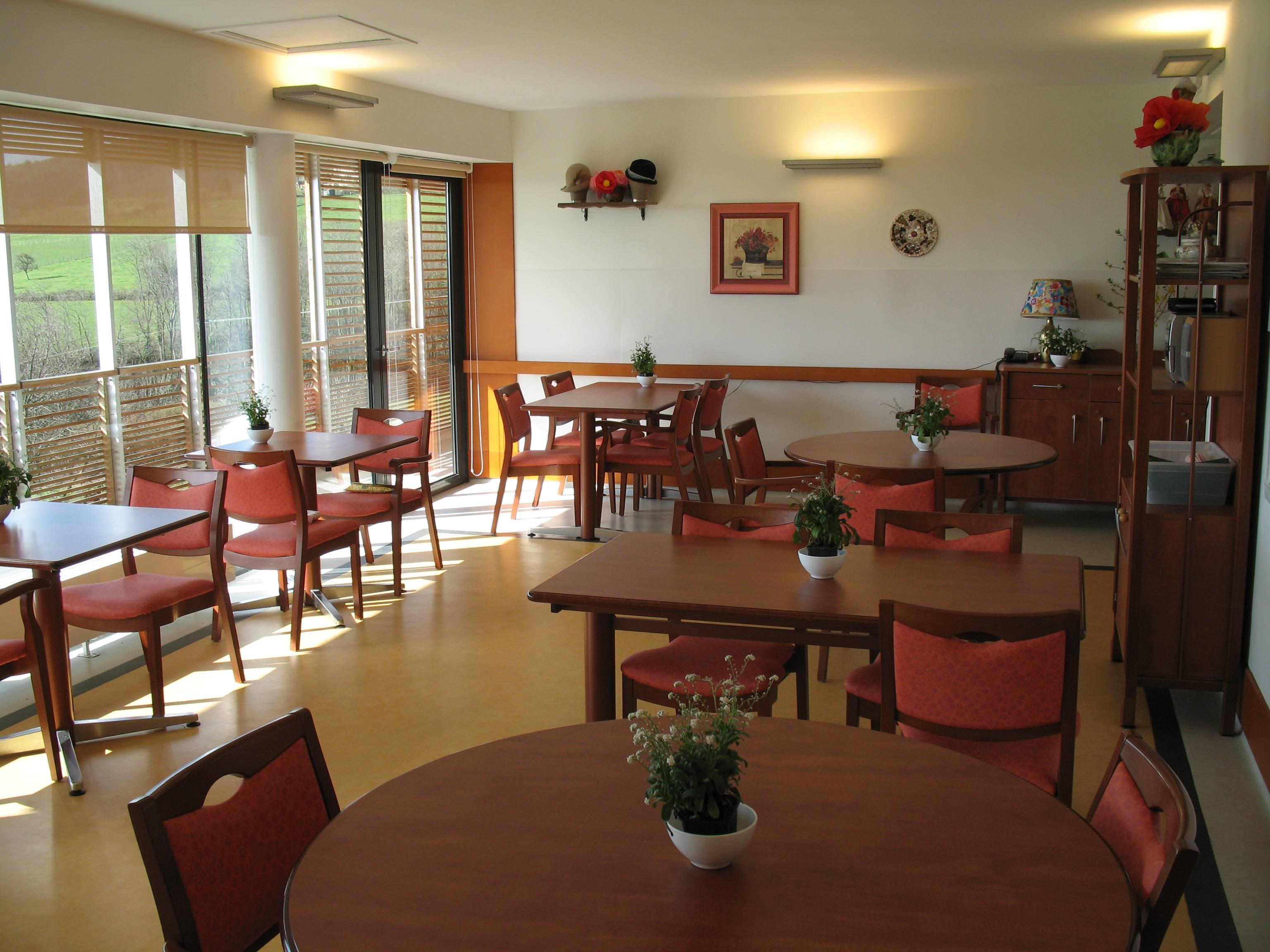 Maison de retraite intercommunale jean villard pollionnay for Annuaire maison de retraite